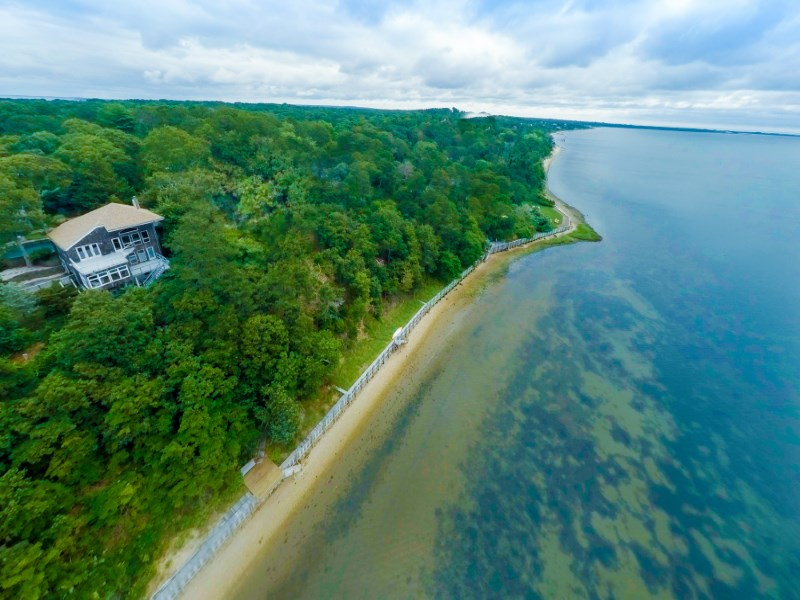 Casa Unifamiliar por un Venta en Over 100' on Shinnecock Bay 42 Hawthorne Road Southampton, Nueva York 11968 Estados Unidos