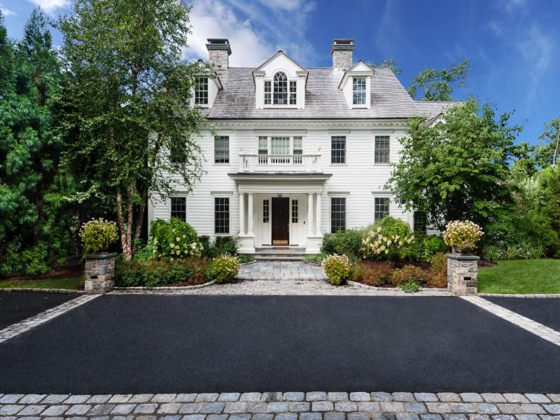 Casa para uma família para Venda às The Best of Greenwich 48 Parsonage Road South Of Parkway, Greenwich, Connecticut 06830 Estados Unidos