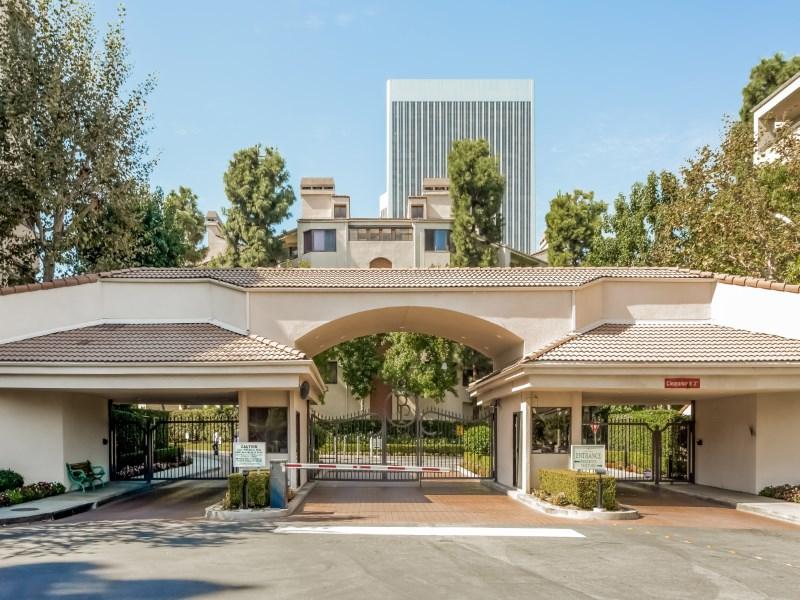 Copropriété pour l Vente à Century Park Place 2142 Century Park Lane Unit 113 Century City, Los Angeles, Californie 90067 États-Unis