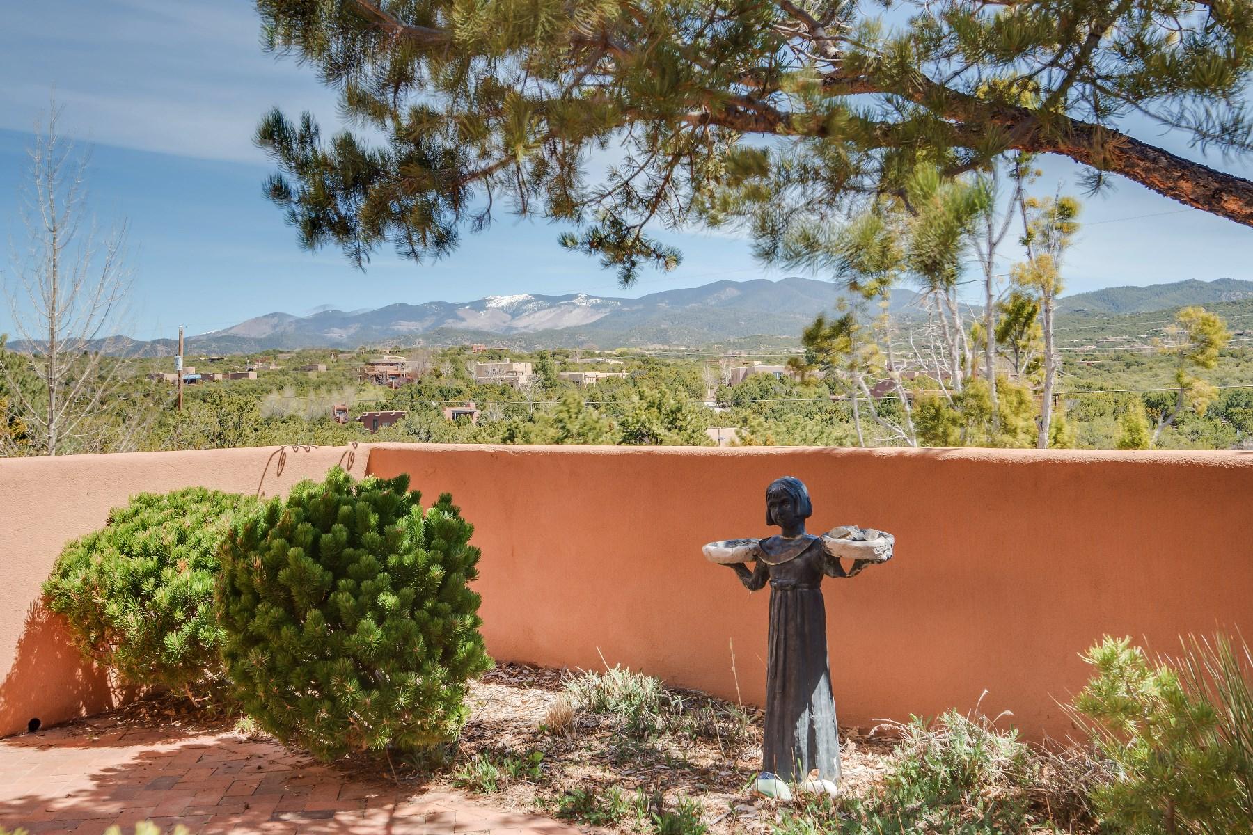 Maison unifamiliale pour l Vente à 1078 Mansion Ridge Road Santa Fe City Northeast, Santa Fe, New Mexico, 87501 États-Unis