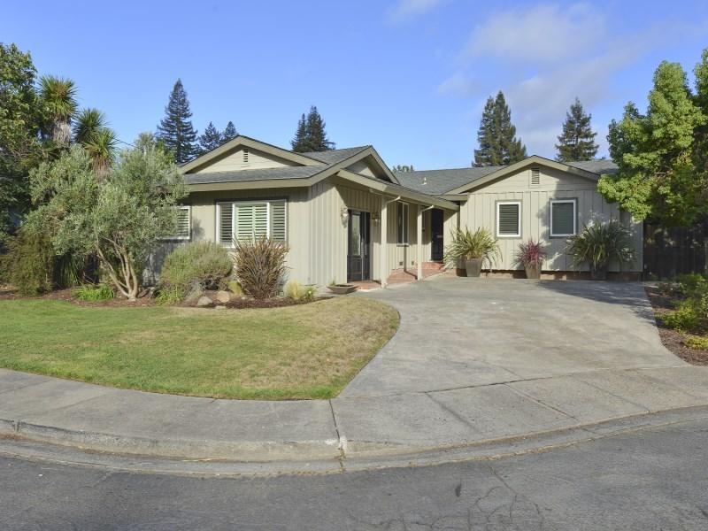 Villa per Vendita alle ore St. Helena In Town Gem 15 Christine Ct St. Helena, California 94574 Stati Uniti