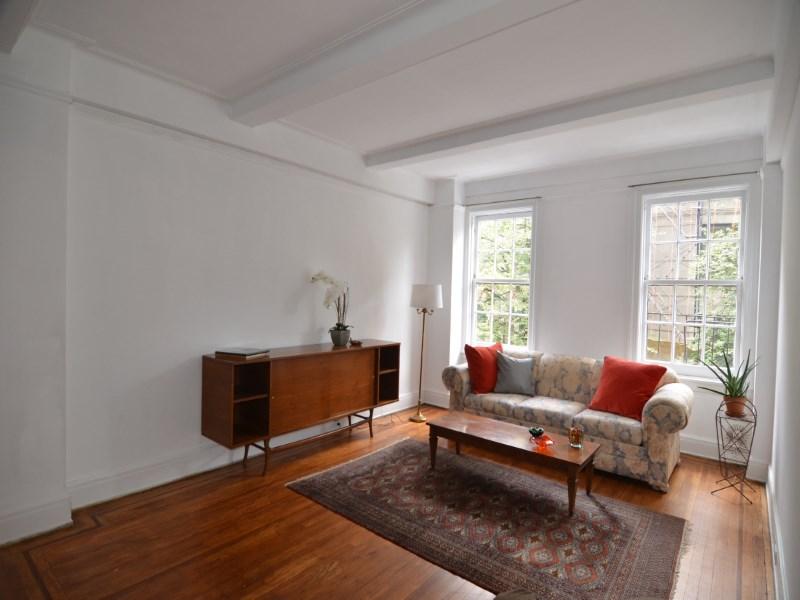 Copropriété pour l Vente à West End Avenue 3-Bedroom 617 West End Avenue Apt 3b Upper West Side, New York, New York 10024 États-Unis