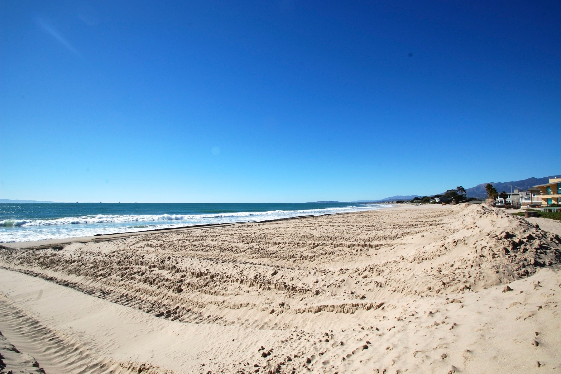 Condominium for Sale at Carpinteria Beach Area Condo 4902 Sandyland Rd. #241 Carpinteria, California, 93013 United States