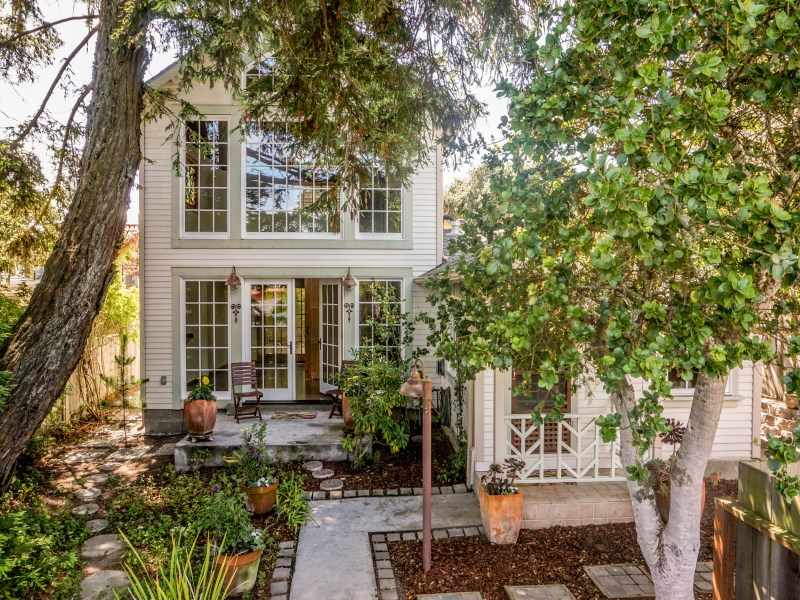 Nhà ở một gia đình vì Bán tại New Meets Old in Monterey Monterey, California 93940 Hoa Kỳ
