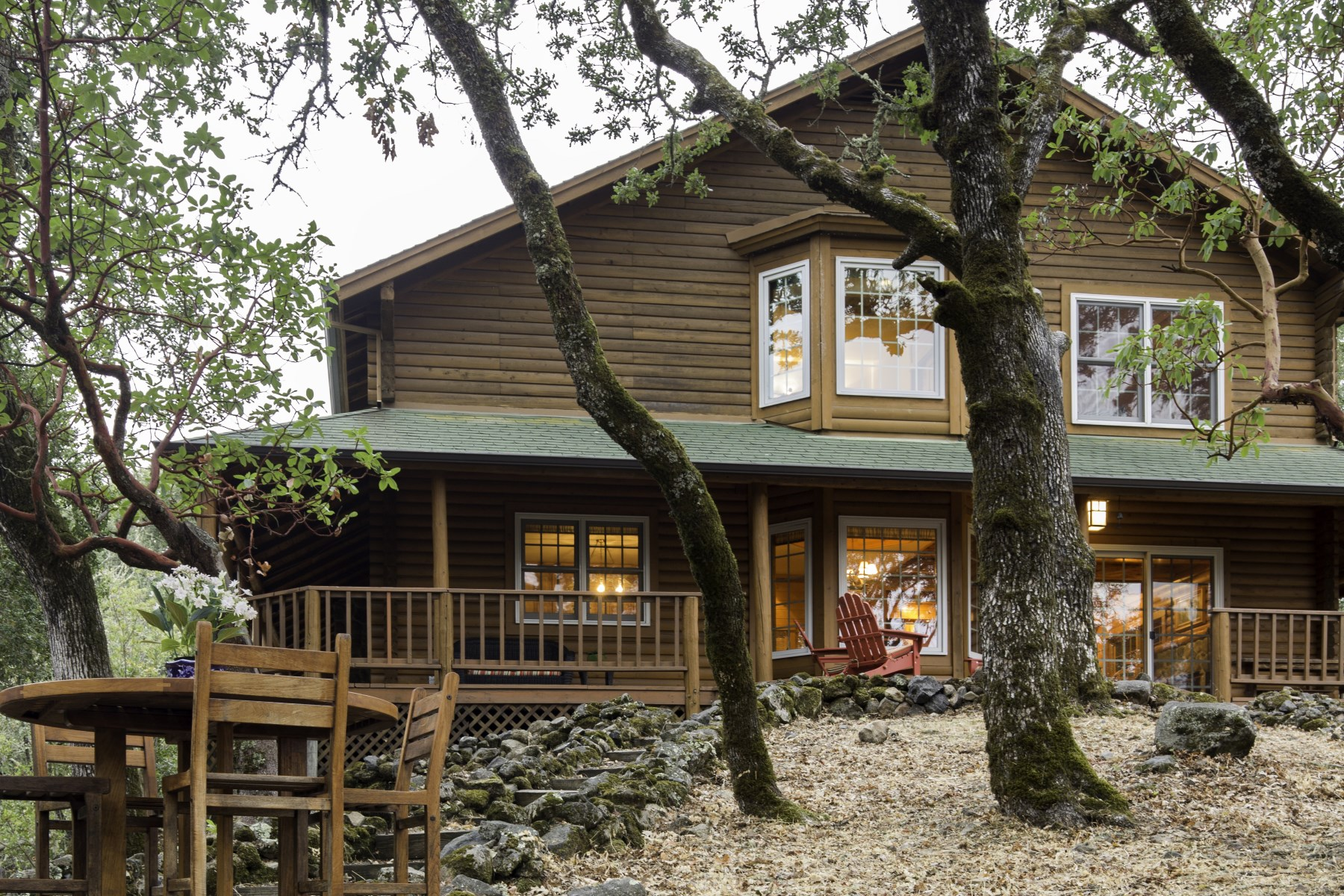 단독 가정 주택 용 매매 에 Secluded In-Town Glen Ellen Charmer 1263 Chauvet Rd Glen Ellen, 캘리포니아, 95442 미국