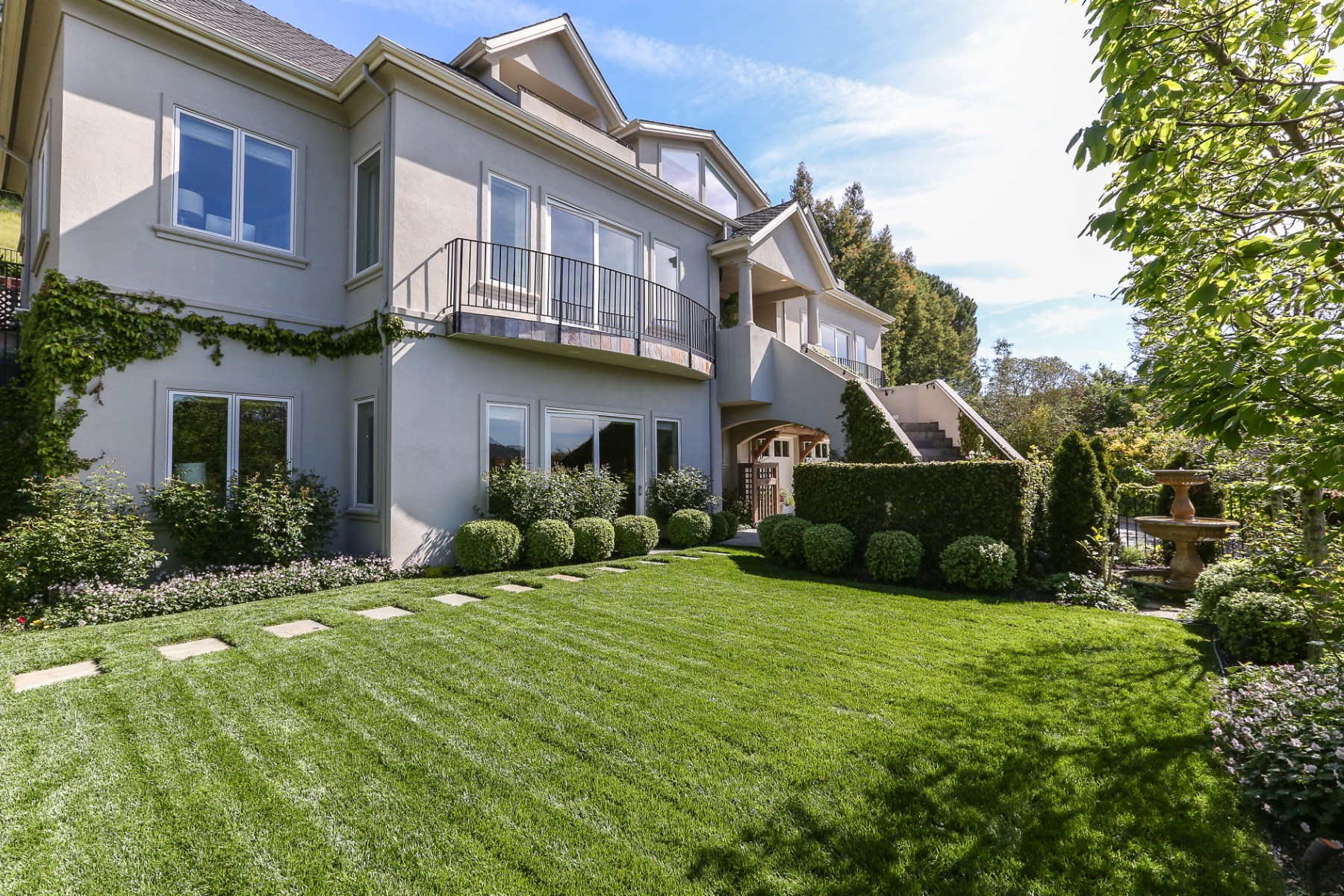 Single Family Home for Sale at Recently-Built View Home 17 Fay Dr Kentfield, California, 94904 United States