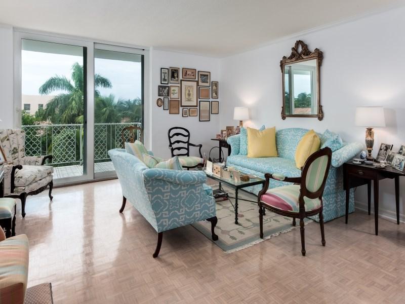 Eigentumswohnung für Verkauf beim Great In-Town Location - Island House 354 Chilean Ave Apt 5e Palm Beach, Florida 33480 Vereinigte Staaten