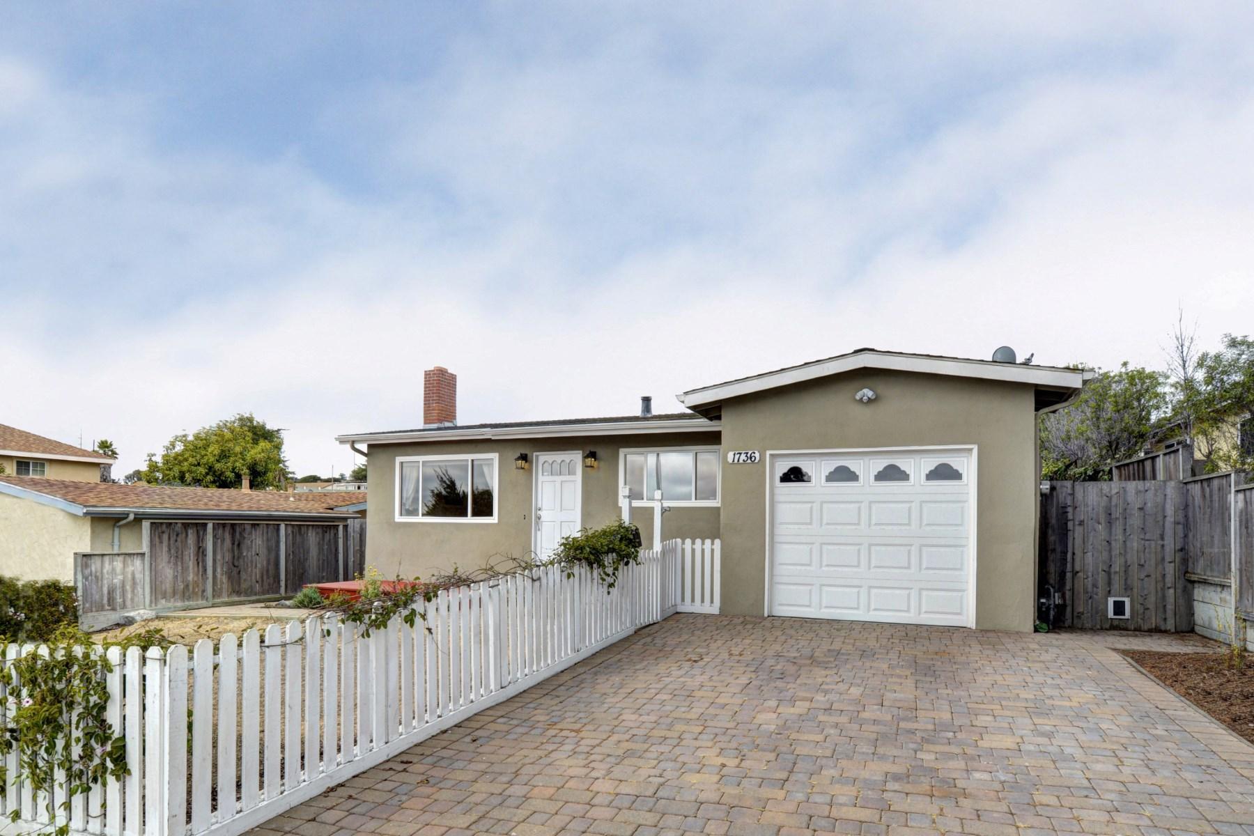 Maison unifamiliale pour l Vente à Exceptional Seaside Home 1736 Flores Street Seaside, Californie, 93955 États-Unis