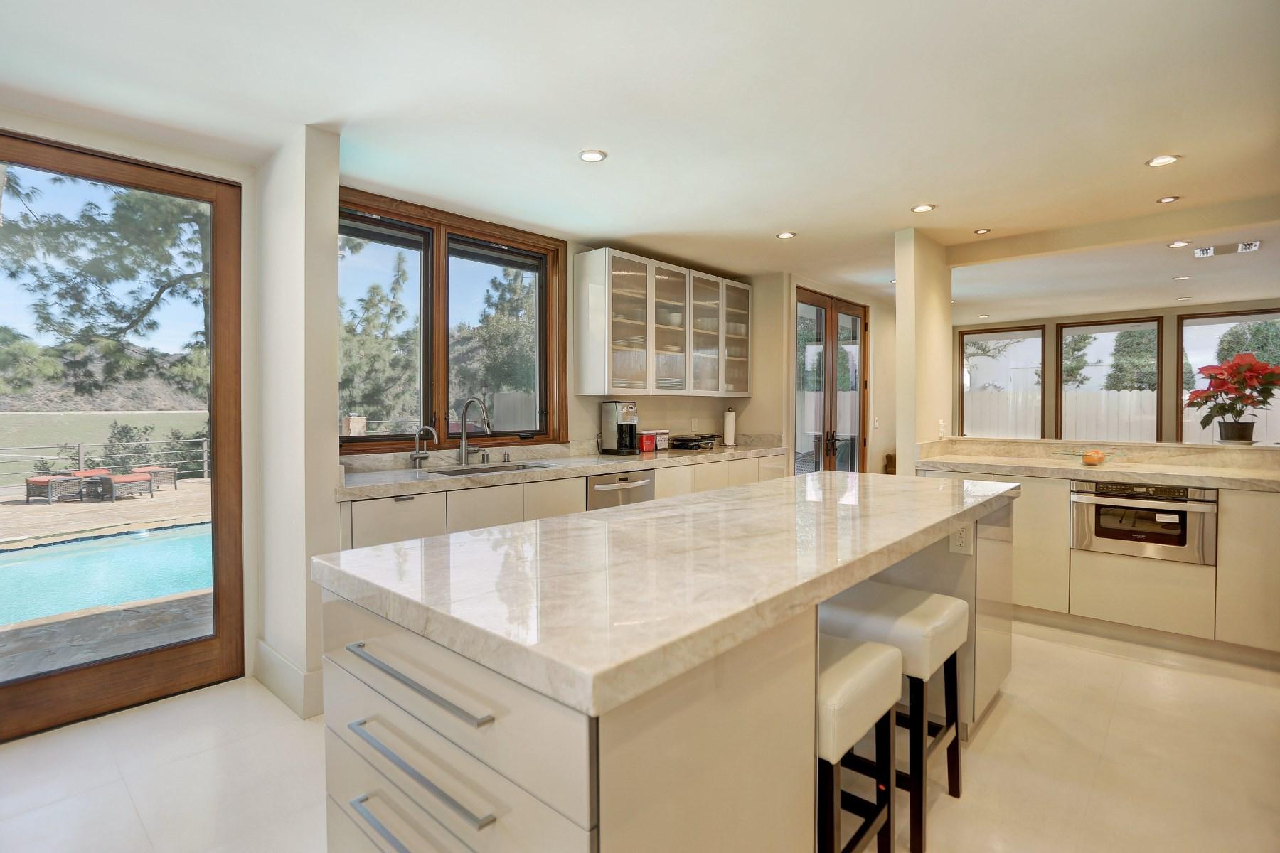 独户住宅 为 销售 在 Stunning Mid-Century on Private Drive 10605 Lindamere Drive 洛杉矶, 加利福尼亚州, 90077 美国
