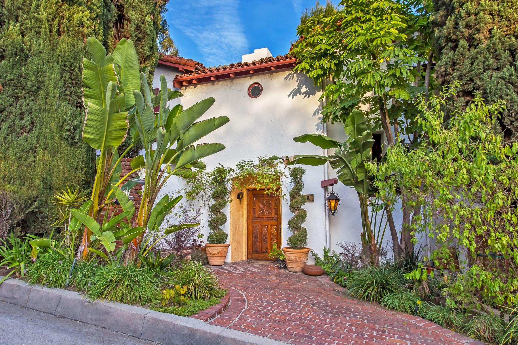 Vivienda unifamiliar por un Venta en Romance Lives in Los Feliz Oaks 2408 Wild Oak Drive Los Feliz, Los Angeles, California 90068 Estados Unidos