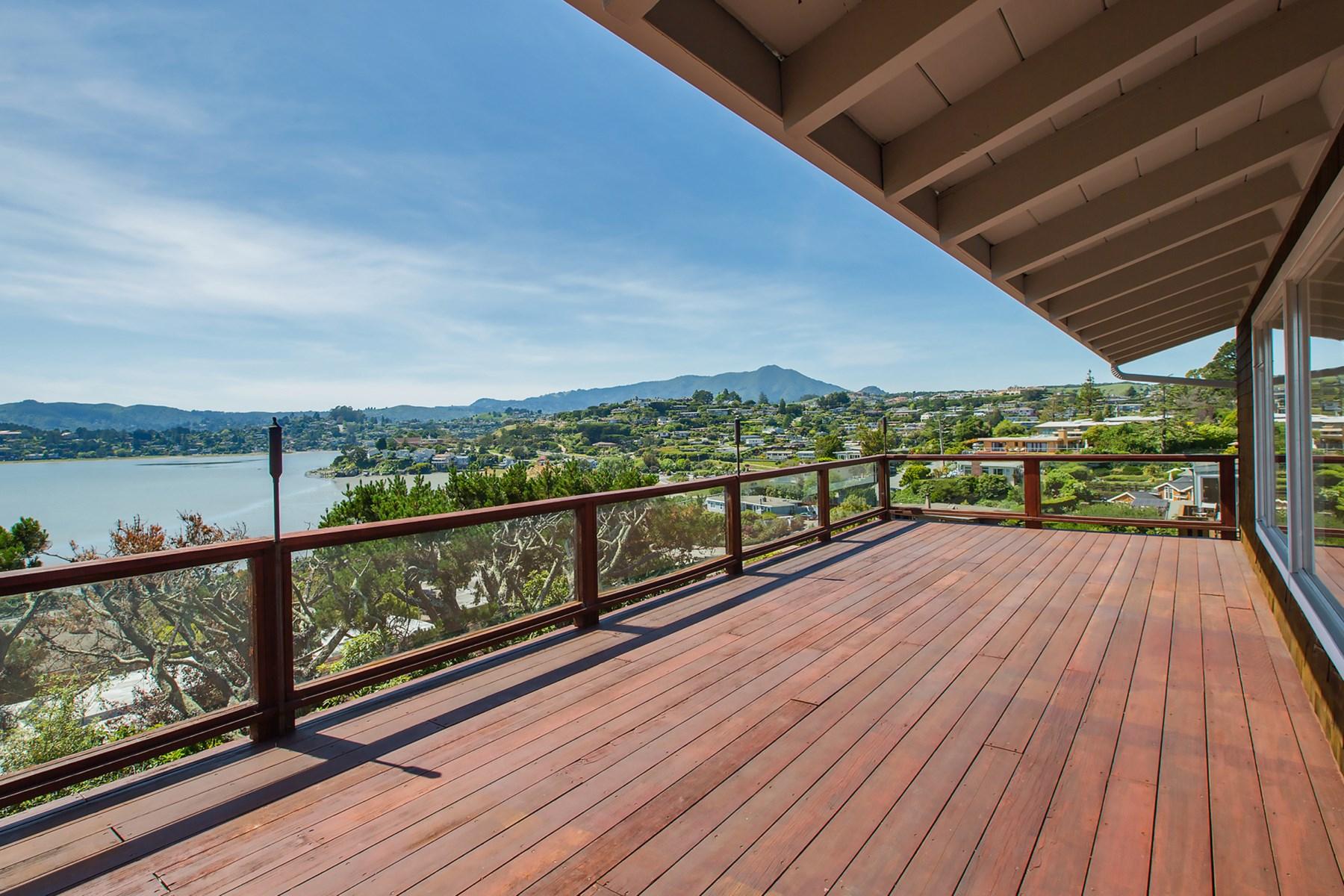 Vivienda unifamiliar por un Venta en Stunning Tiburon View Home 138 Stewart Dr Tiburon, California, 94920 Estados Unidos