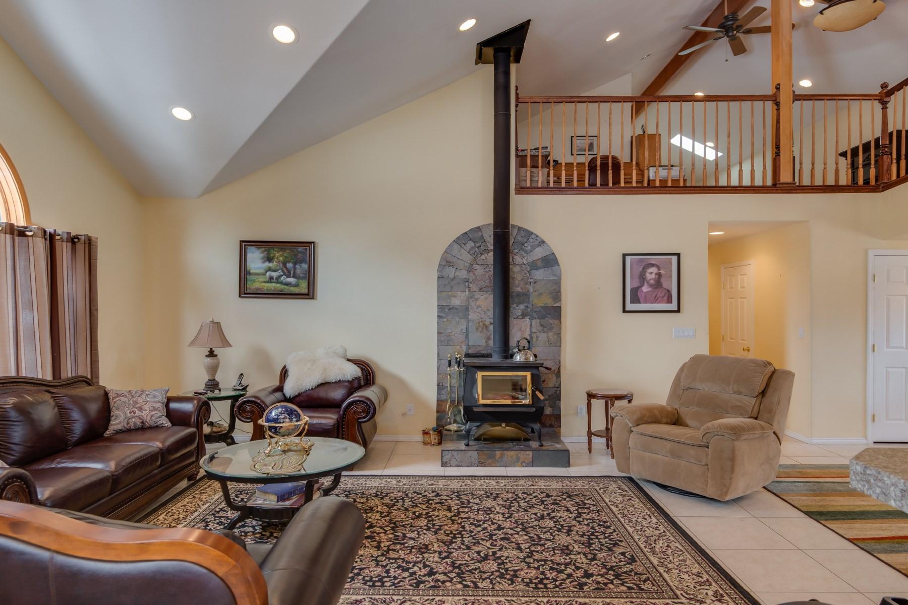 独户住宅 为 销售 在 16 Camino Fresca Ojo Caliente, 新墨西哥州 87549 美国