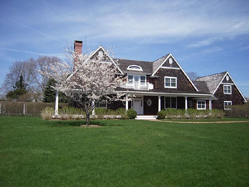 Casa para uma família para Locação às Village Shingle Style Southampton, Nova York, 11968 Estados Unidos