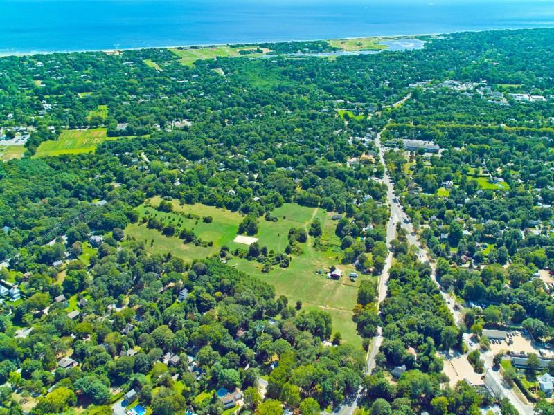 Đất đai vì Bán tại Building Lot Overlooking Reserve 109 Accabonac Road East Hampton, New York 11937 Hoa Kỳ