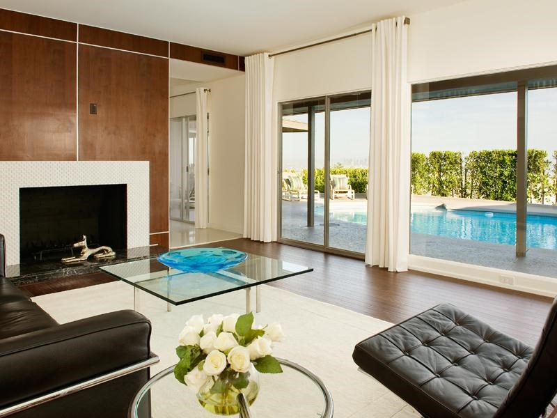 Tek Ailelik Ev için Satış at Lovely Contemporary with Pool and Views Hollywood Hills, Los Angeles, Kaliforniya, 90069 Amerika Birleşik Devletleri