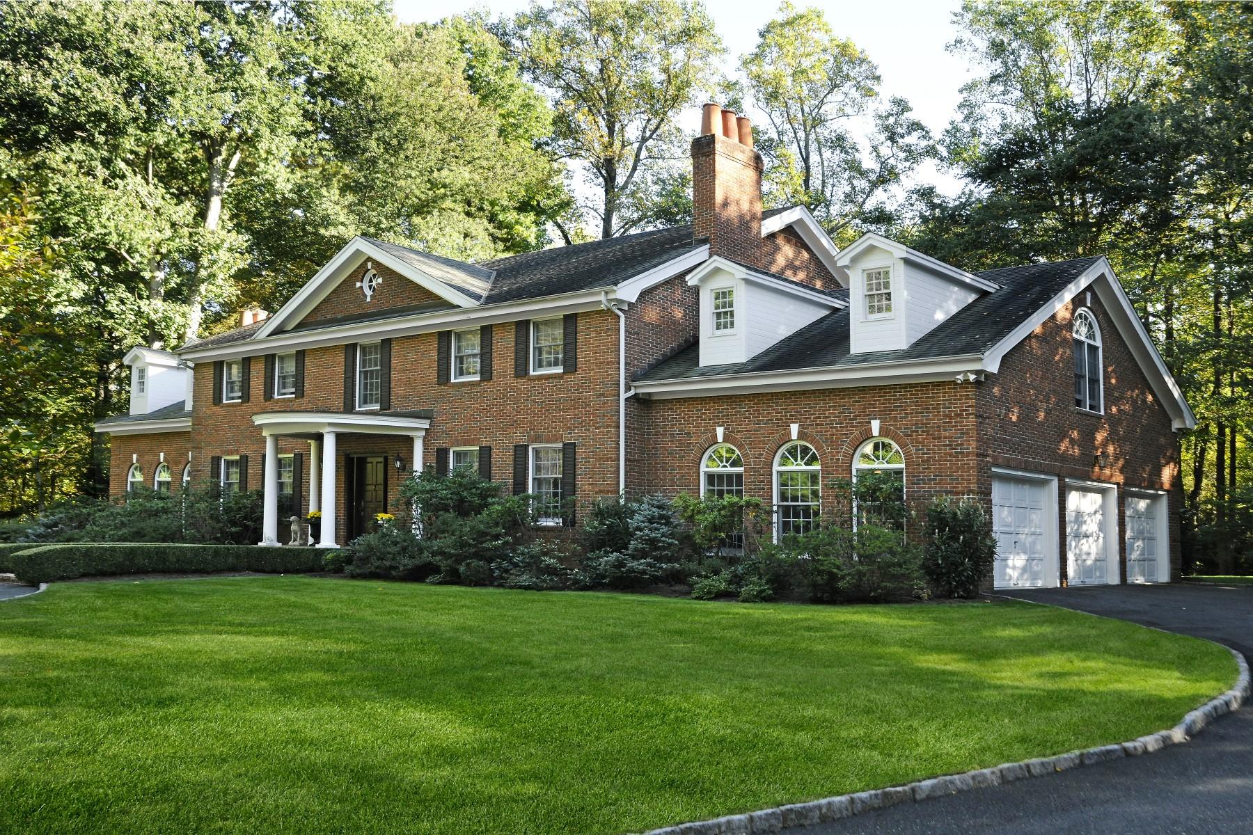 Maison unifamiliale pour l Vente à Georgian Colonial on Private 4-Acres 10 Wyckham Hill Lane Greenwich, Connecticut 06831 États-Unis