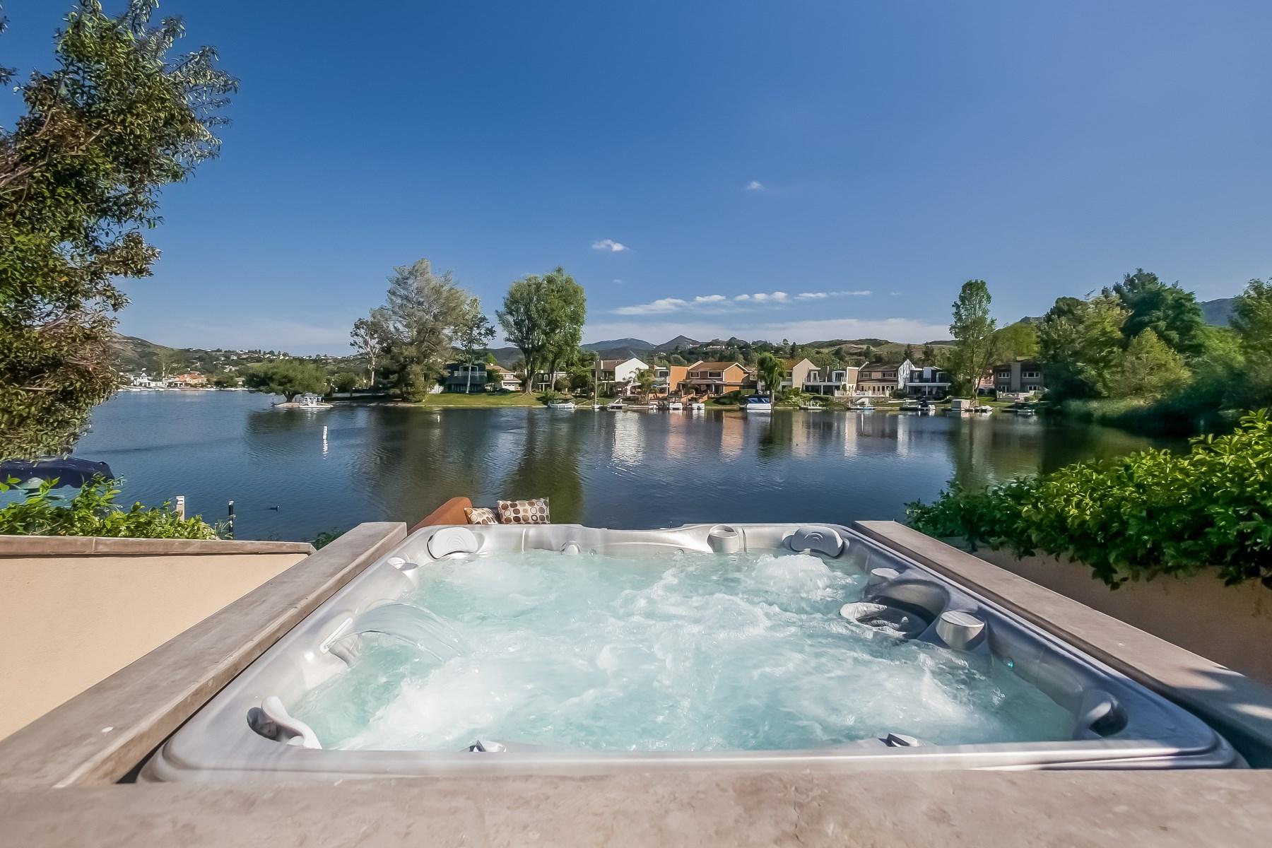 Maison unifamiliale pour l Vente à Gorgeous Lakeside Contemporary Westlake Village, Californie, 91361 États-Unis