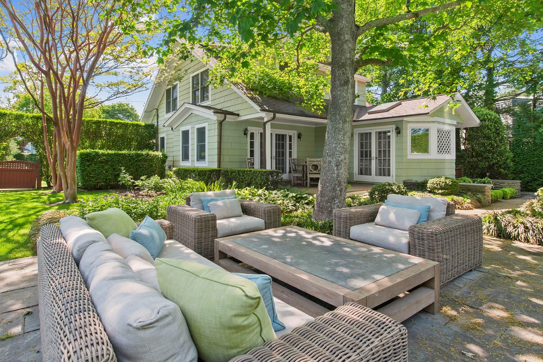 Частный односемейный дом для того Продажа на Newly Renovated with Gorgeous Pool Southampton, Нью-Йорк 11968 Соединенные Штаты