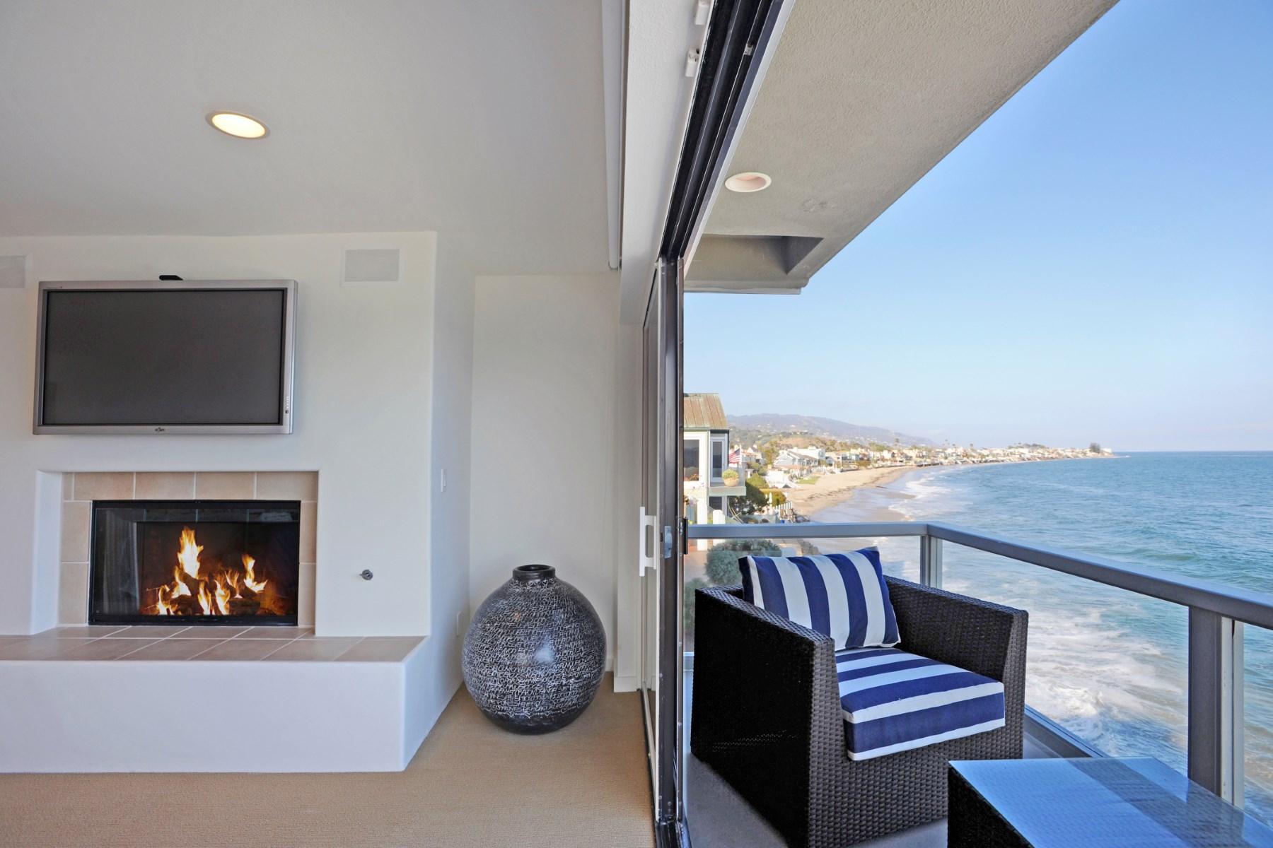 Casa para uma família para Locação às Fully Furnished Lease on Colony Beach 23952 Malibu Road Malibu, Califórnia 90265 Estados Unidos