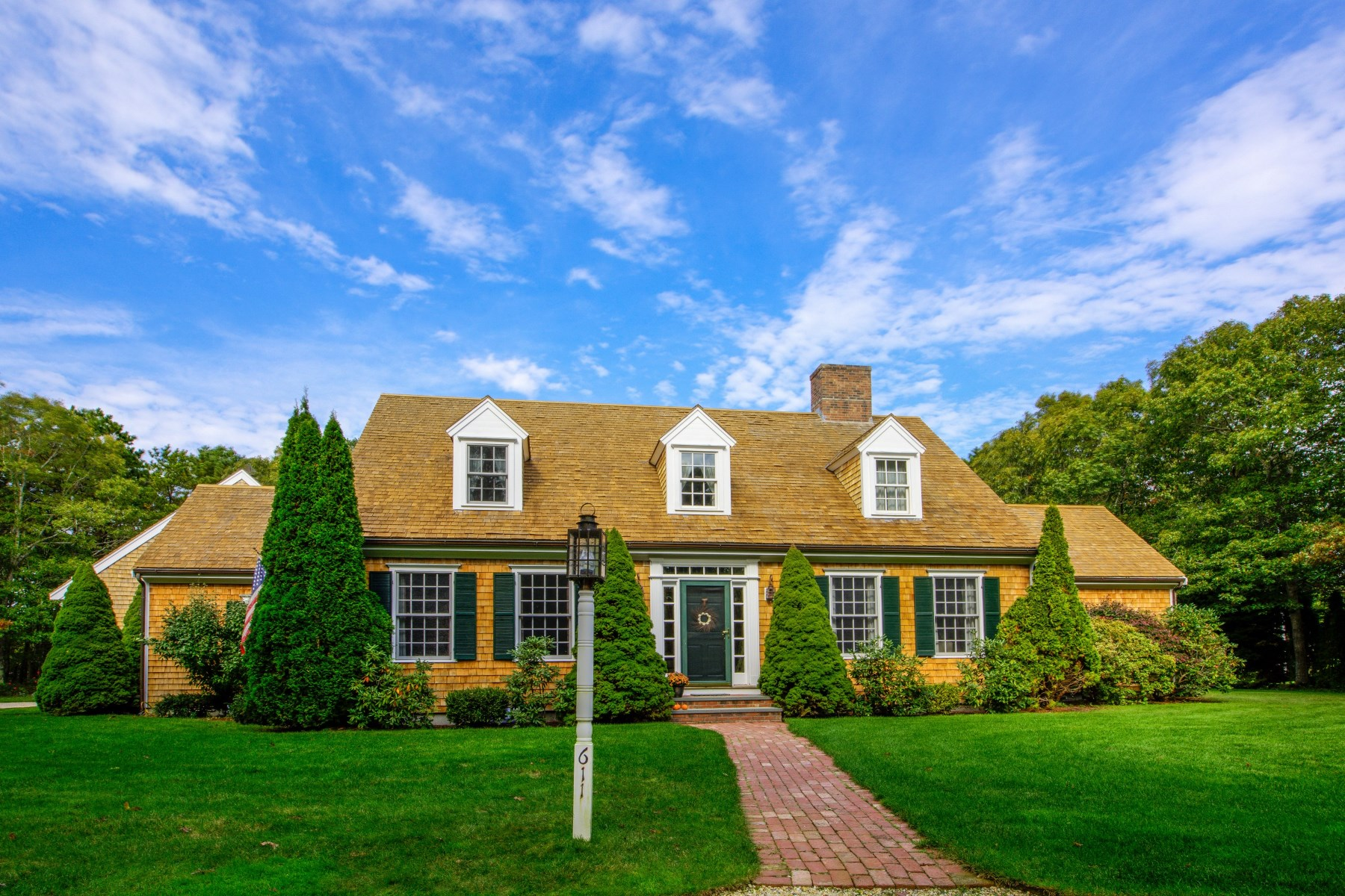 獨棟家庭住宅 為 出售 在 Charming Cape in Oyster Harbors 611 Grand Island Drive Osterville, 麻塞諸塞州, 02655 美國