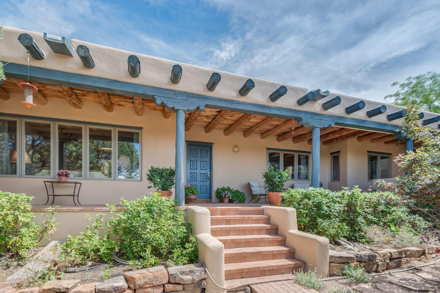 Maison unifamiliale pour l Vente à 874 Paseo Del Sur Santa Fe City Northeast, Santa Fe, New Mexico, 87501 États-Unis