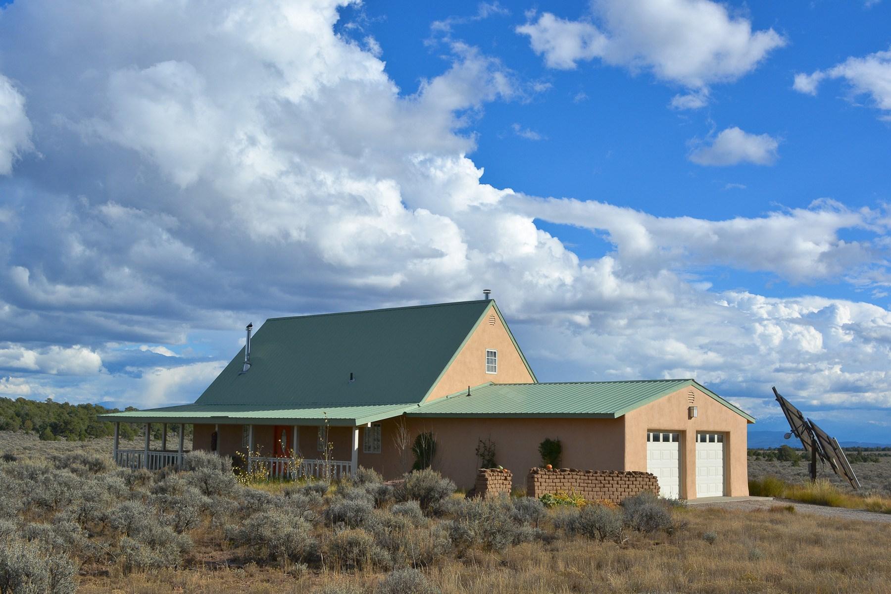 独户住宅 为 销售 在 Big Sage - Highway 285, Mile Marker 372 Big Sage - Hwy 285, Mm 372 彼得拉斯, 新墨西哥州, 87577 美国