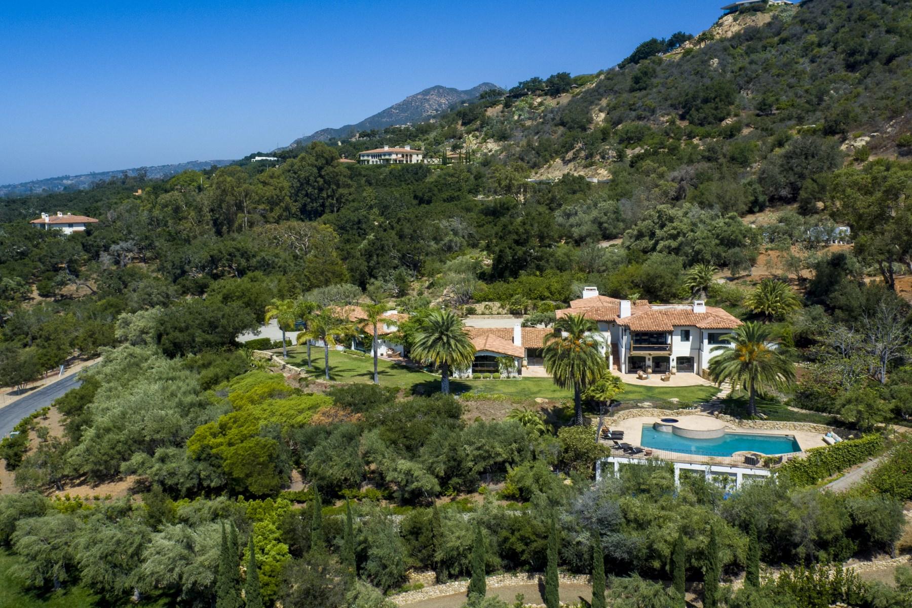 Maison unifamiliale pour l Vente à Historic Hacienda 1366 Oak Creek Canyon Road Montecito - Upper Village, Montecito, Californie, 93108 États-Unis