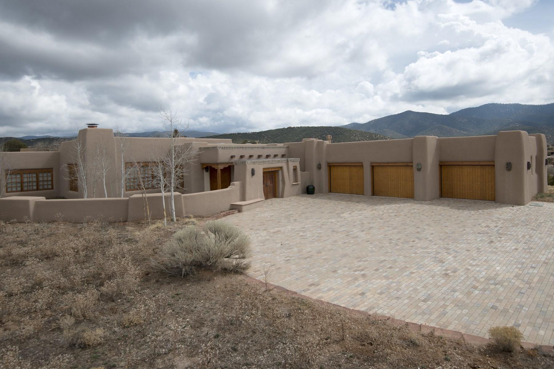 Maison unifamiliale pour l Vente à 845 Vista Catedral Santa Fe, New Mexico 87501 États-Unis