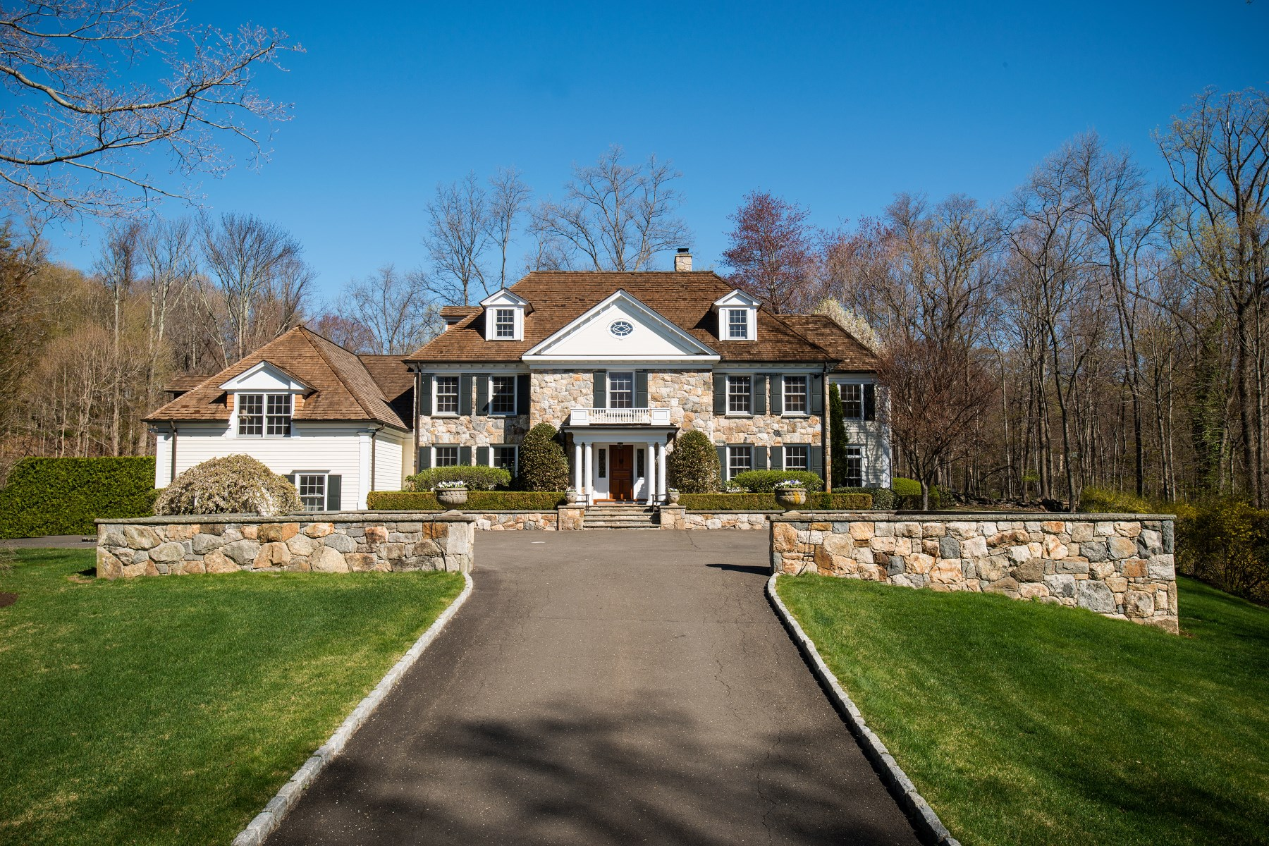 Maison unifamiliale pour l Vente à Mid-Country Retreat 122 Butternut Hollow Road Mid-Country, Greenwich, Connecticut 06830 États-Unis