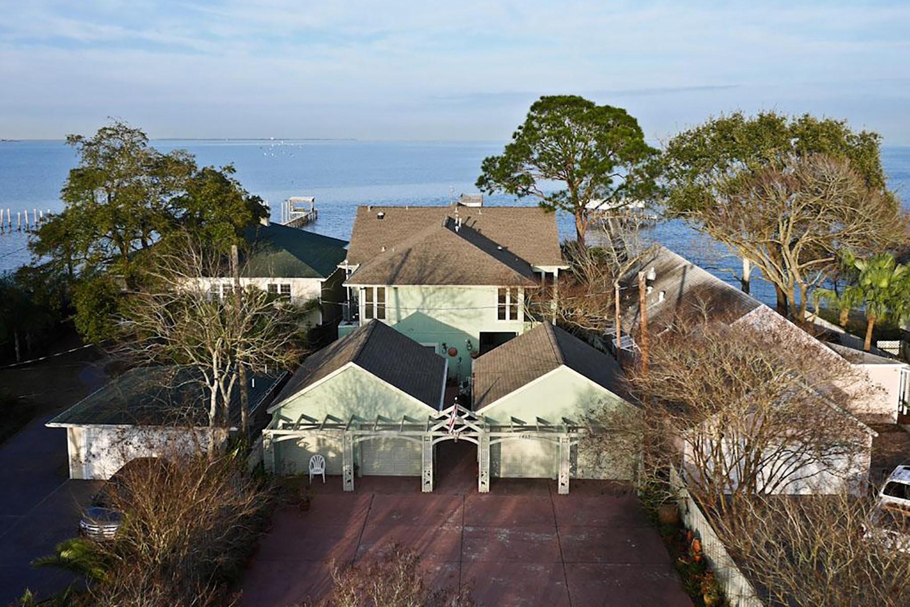 Maison unifamiliale pour l Vente à 1415 Bayshore Drive Kemah, Texas 77565 États-Unis