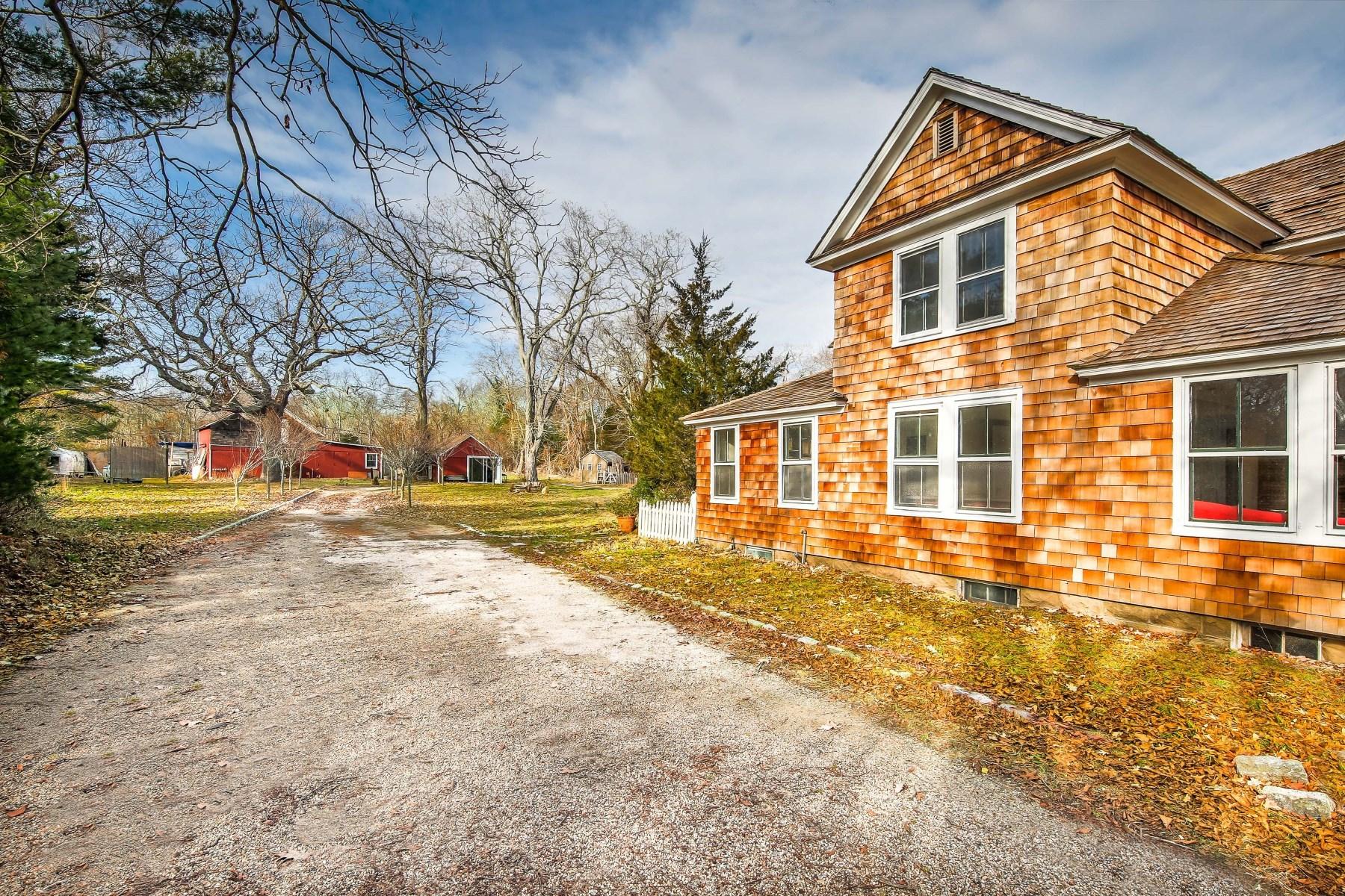Casa para uma família para Venda às The 1880 Pidgeon Family Farm 599 Springs Fireplace Road Springs, East Hampton, Nova York 11937 Estados Unidos