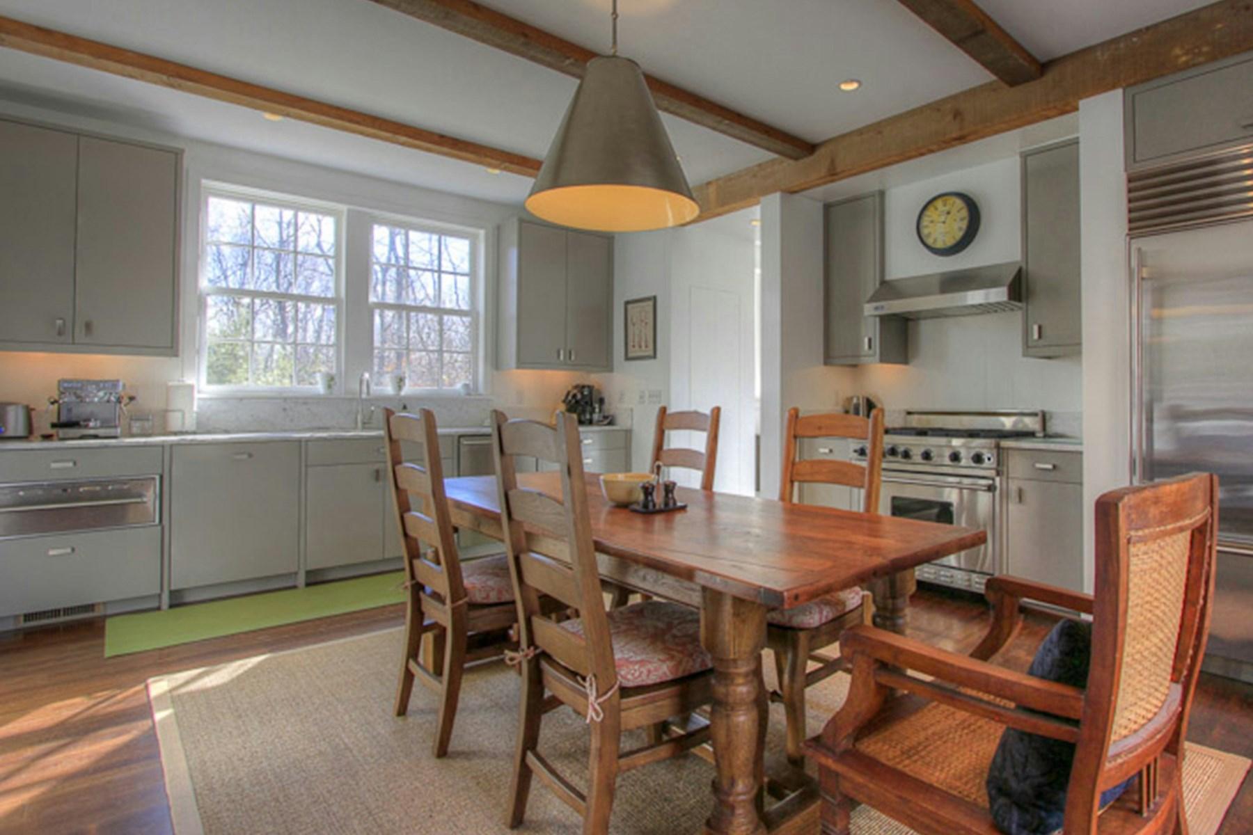 Property Of Designer Modern Farmhouse - Sagaponack