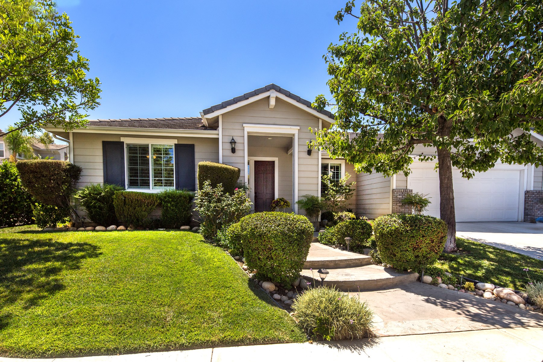 Single Family Home for Sale at Your Forever Home 5324 Willow Oak Street Simi Valley, California, 93063 United States