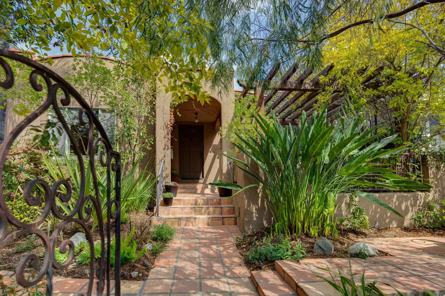 獨棟家庭住宅 為 出售 在 1410 North Benton Way Silver Lake, Los Angeles, 加利福尼亞州, 90026 美國