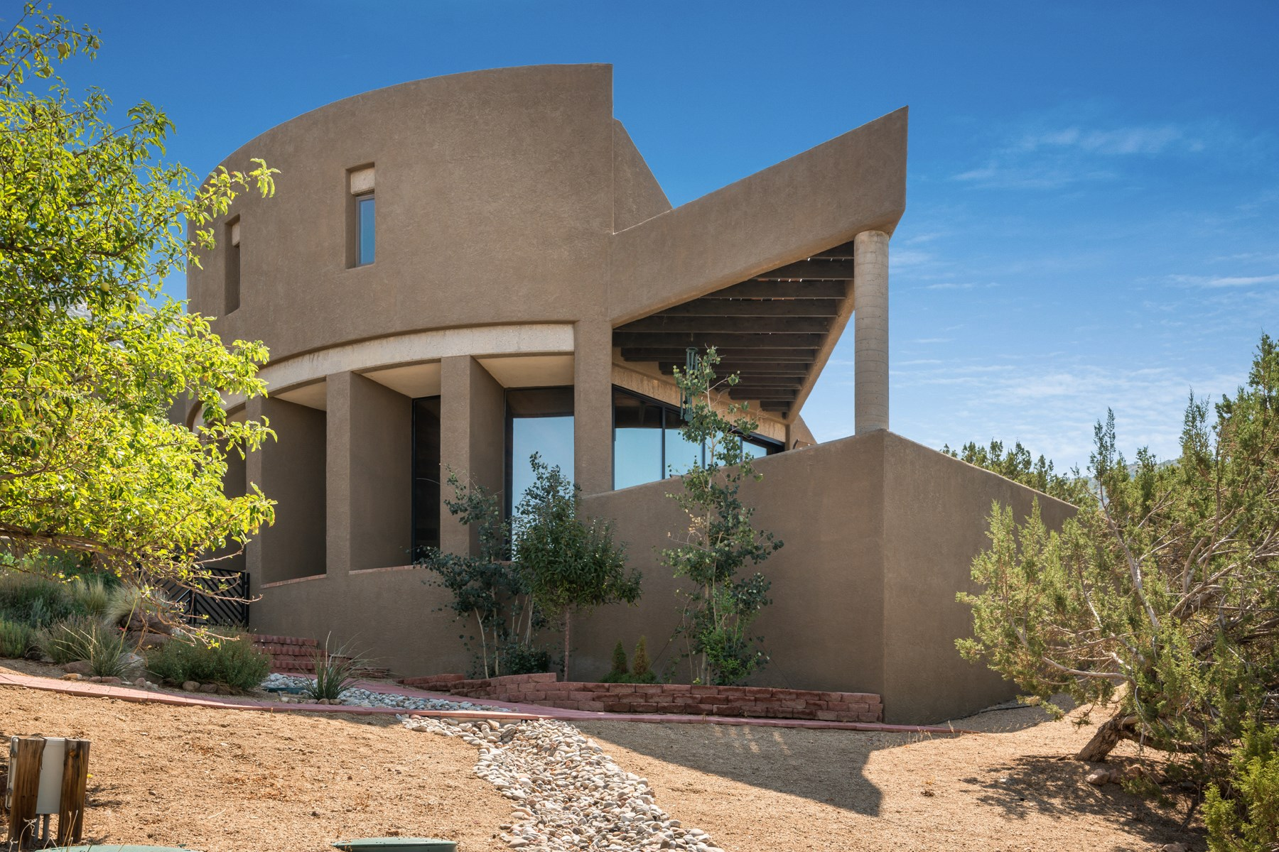 独户住宅 为 销售 在 Architectural Masterpiece 250 Spring Creek Place, Ne Albuquerque, 新墨西哥州, 87122 美国