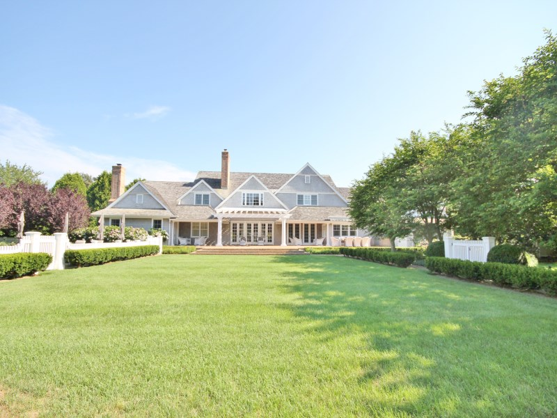 Villa per Vendita alle ore Southampton Village Estate 295 Wickapogue Road Southampton, New York 11968 Stati Uniti