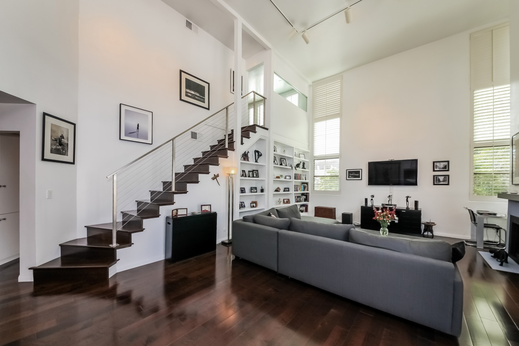 Condominio per Vendita alle ore Stunning 2-Story Contemporary Penthouse 9000 Cynthia Street Unit #404 West Hollywood, West Hollywood, California 90069 Stati Uniti