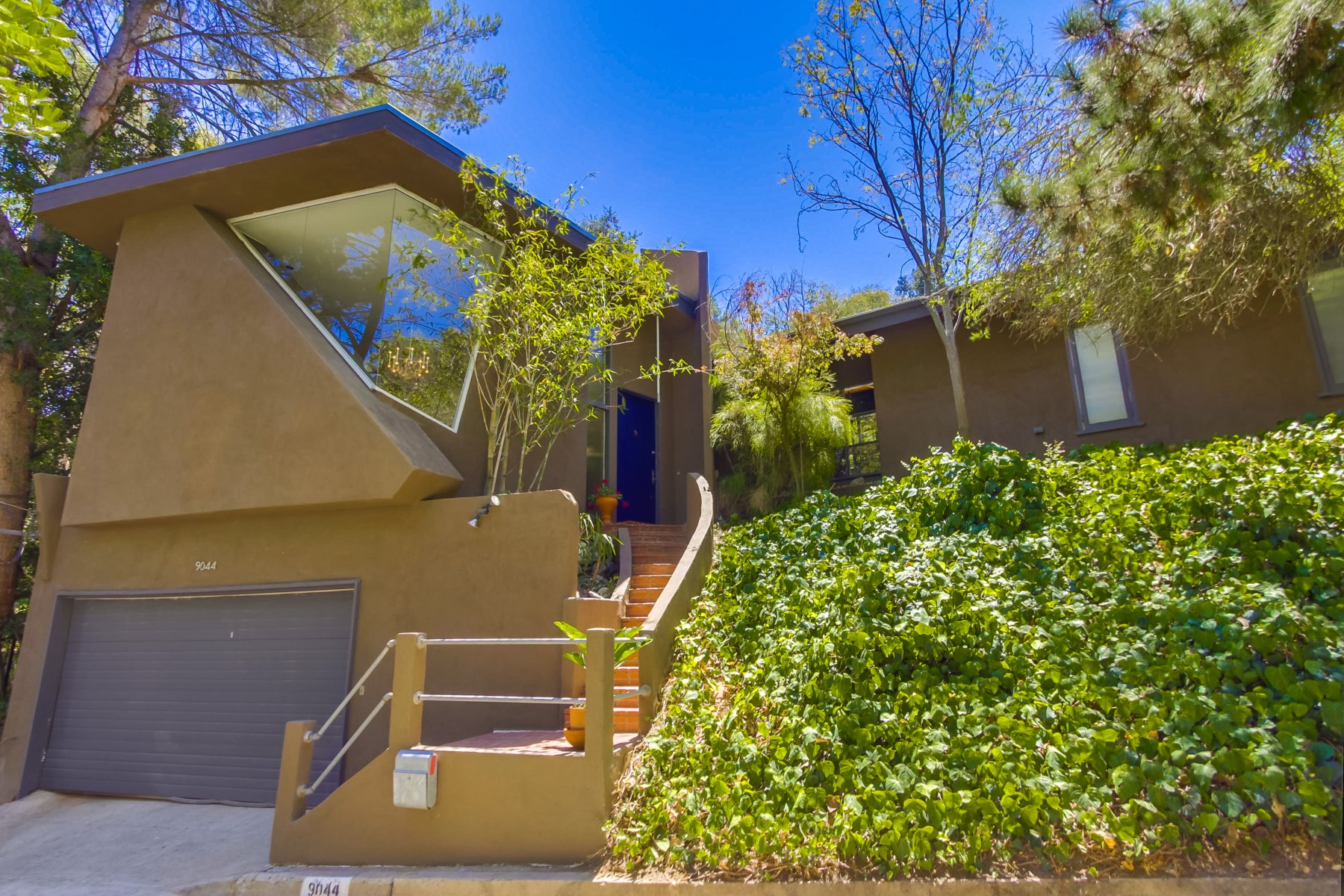Single Family Home for Sale at 9044 Hollywood Hills Road Hollywood Hills, Los Angeles, California, 90046 United States