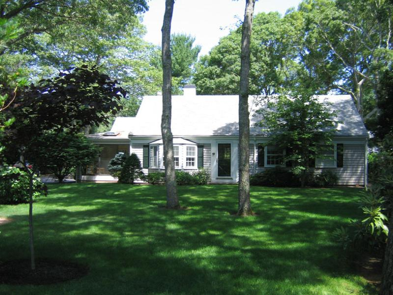 独户住宅 为 出租 在 Delightful Wianno Cottage 208 Crystal Lake Rd Osterville, 马萨诸塞州 02655 美国