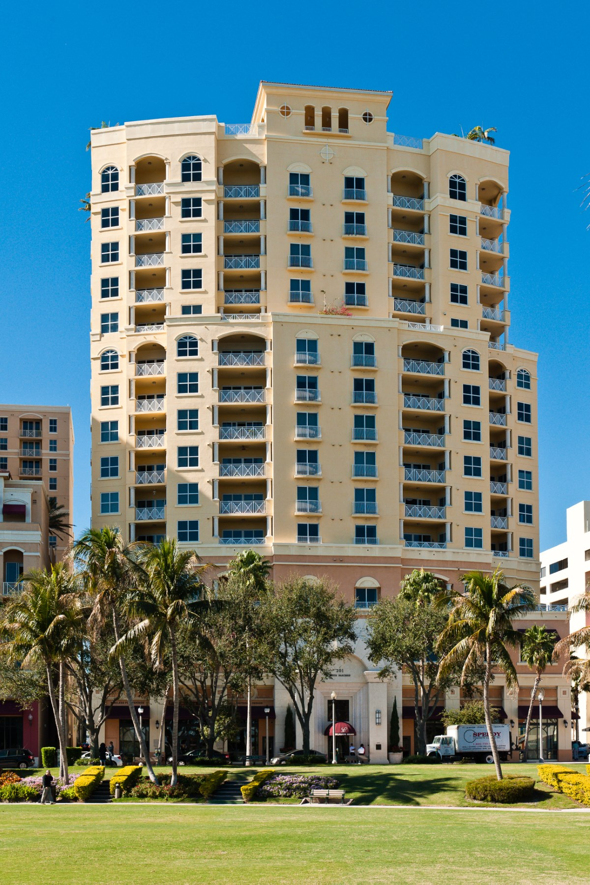 콘도미니엄 용 매매 에 Penthouse One at Esplanade Grande Condo 201 S Narcissus Ave Ph-1 West Palm Beach, 플로리다 33401 미국