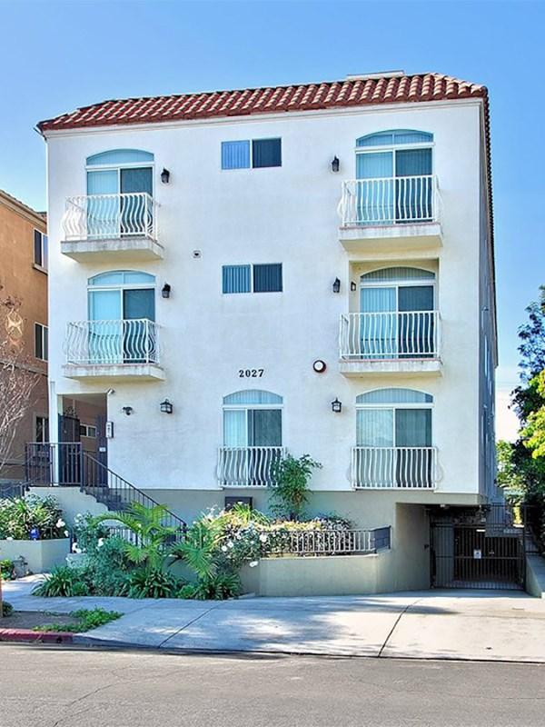 Villetta a schiera per Vendita alle ore Elegant West LA Townhome 2027 Beloit Ave # 104 West Los Angeles, Los Angeles, California 90025 Stati Uniti