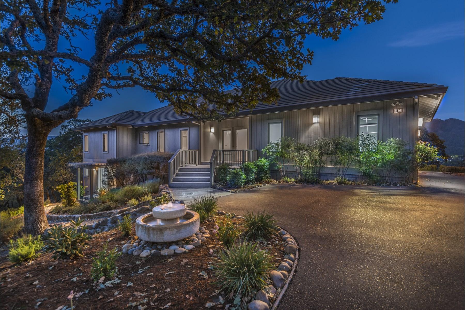 단독 가정 주택 용 매매 에 Knoll-Top Custom Home with Views 850 Wild Oak Dr Santa Rosa, 캘리포니아, 95409 미국