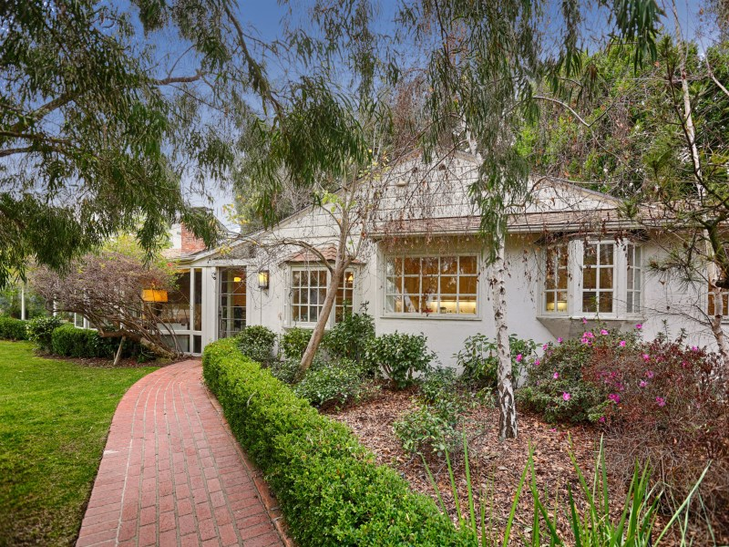 Property For Sale at Resort-style Hideaway in Hollywood Hills