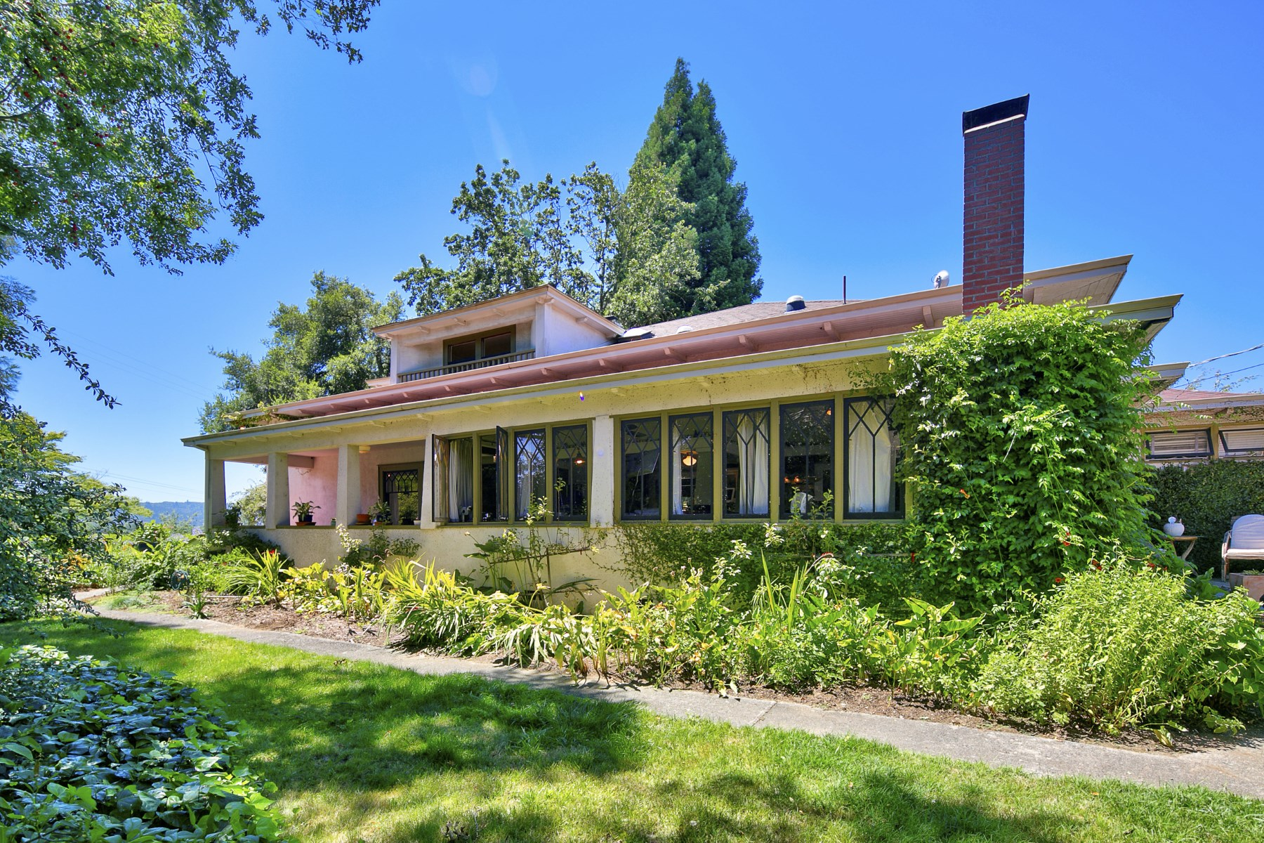Single Family Home for Sale at A Historic Alexander Valley Home 1410 Geysers Rd Geyserville, California 95441 United States
