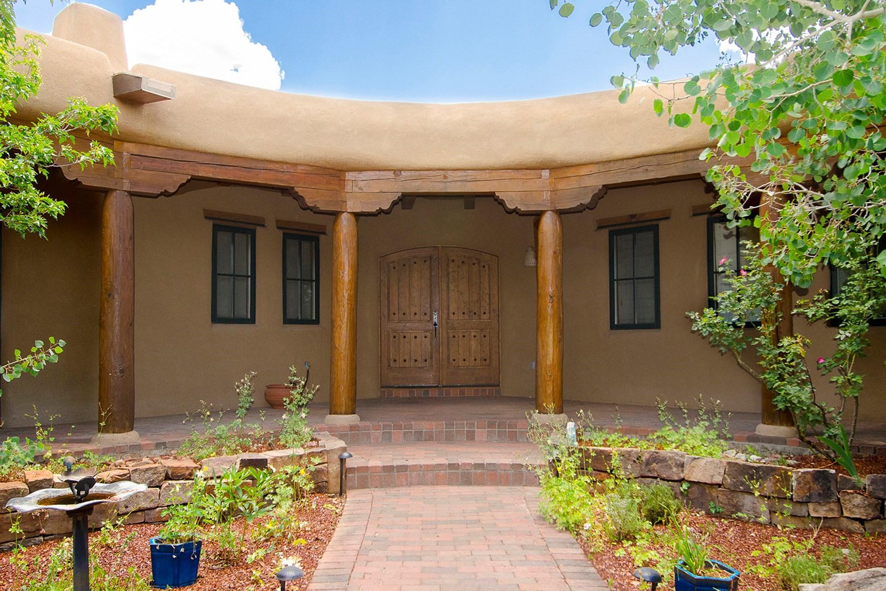 Maison unifamiliale pour l Vente à 36 Camino Monte Feliz Santa Fe, New Mexico 87505 États-Unis
