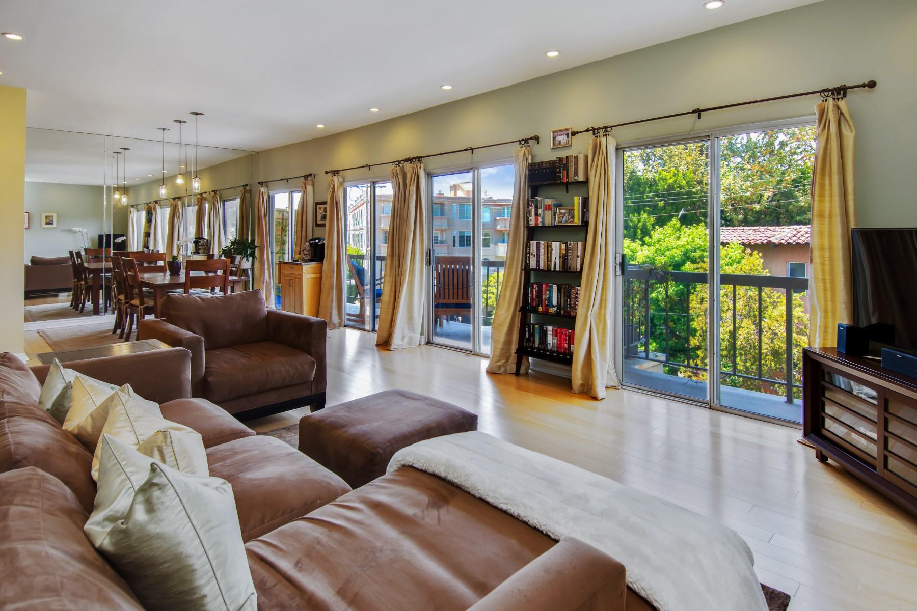 Кооперативная квартира для того Продажа на Top Floor Brentwood Gem 612 S Barrington Ave 415 Brentwood, Los Angeles, Калифорния, 90049 Соединенные Штаты