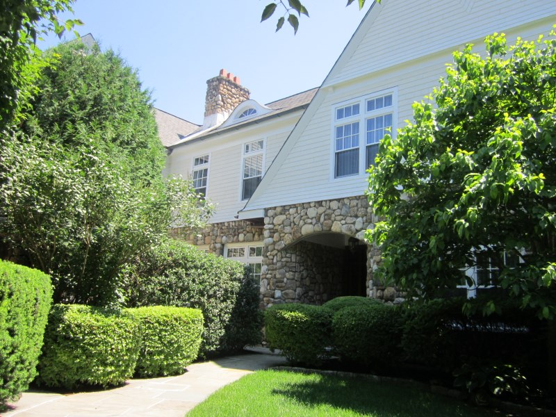 Copropriété pour l Vente à Carefree Living 10 Edgewood Drive #3b Central Greenwich, Greenwich, Connecticut 06830 États-Unis