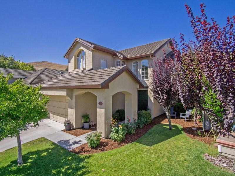 Nhà ở một gia đình vì Bán tại 17630 Winding Creek Road Salinas, California 93908 Hoa Kỳ