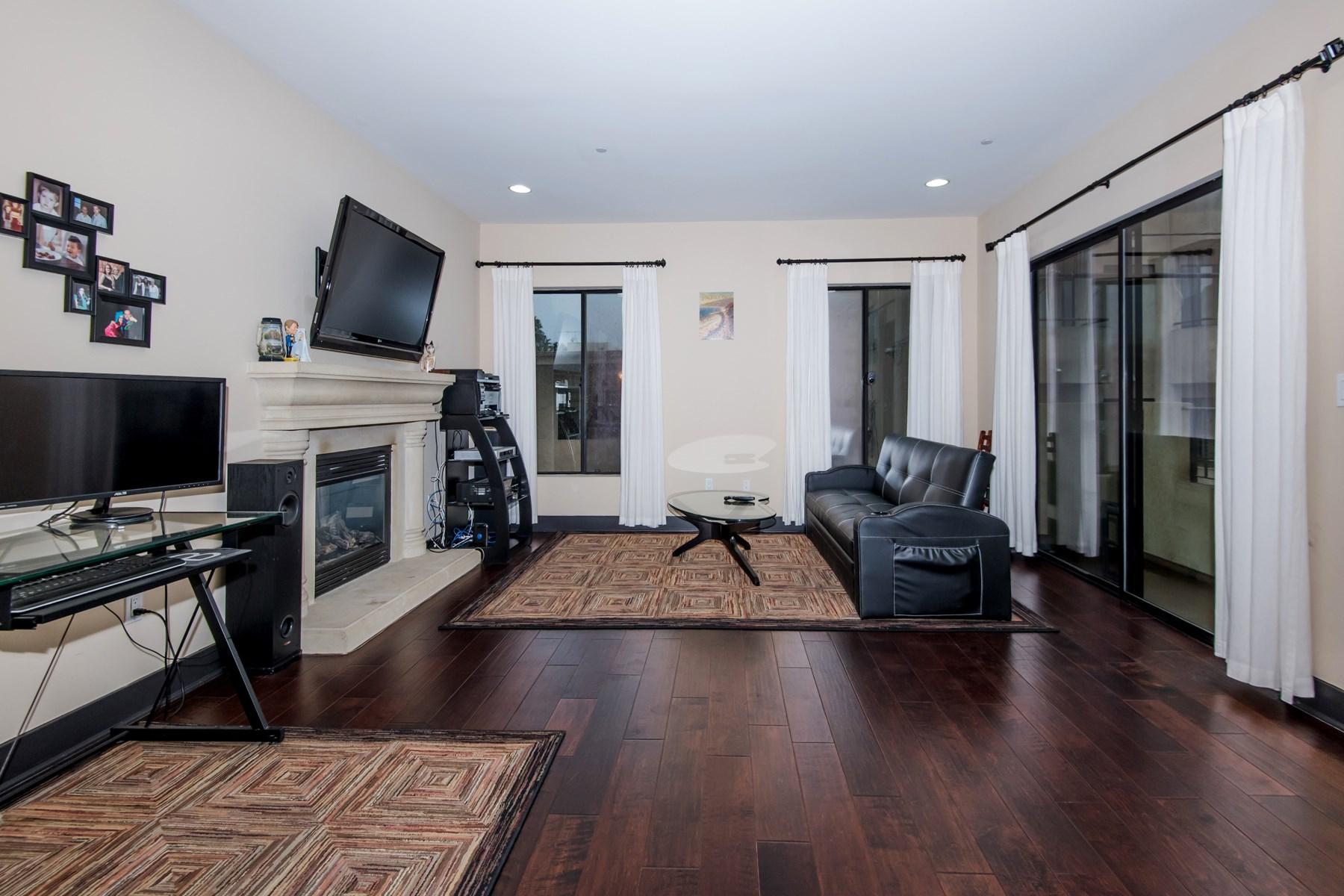 Piso por un Venta en Lavish Loft Living 1215 Armacost Ave #204 Brentwood, Los Angeles, California 90025 Estados Unidos