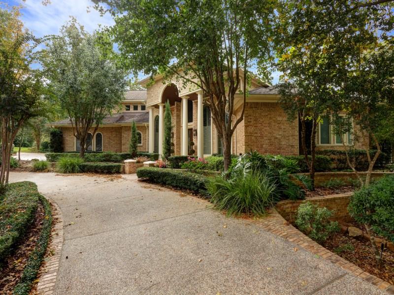 Maison unifamiliale pour l Vente à 51 Heritage Hill Circle The Woodlands, Texas 77381 États-Unis